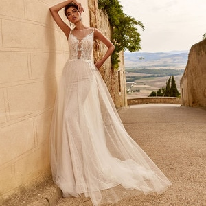 A-Line Wedding Dresses O Neck Off Shoulder Illusion Button Appliqued Lace Sequined 2021 New Arrival Floor Length Bridal Gown