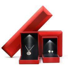 Mode Hochzeit LED Beleuchtete Halskette Ohrring Ring Anhänger Armreif Armband Lagerung Box Engagement Schmuck Display Halter Fällen