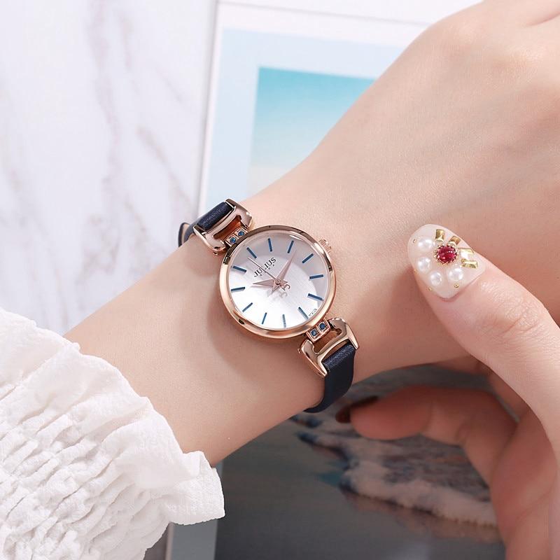 المرأة حزام من الجلد بسيط موضة عادية ساعة كوارتز كلاسيكية امرأة صغيرة جميلة صديقة هدية الوقت ساعة العصرية سيدة ساعة