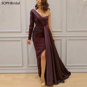 New Arrival Elegant Lace Appliques Evening Dress One Shoulder Mermaid Satin Open Back Formal Gown Long Sleeve Party Dress Robes
