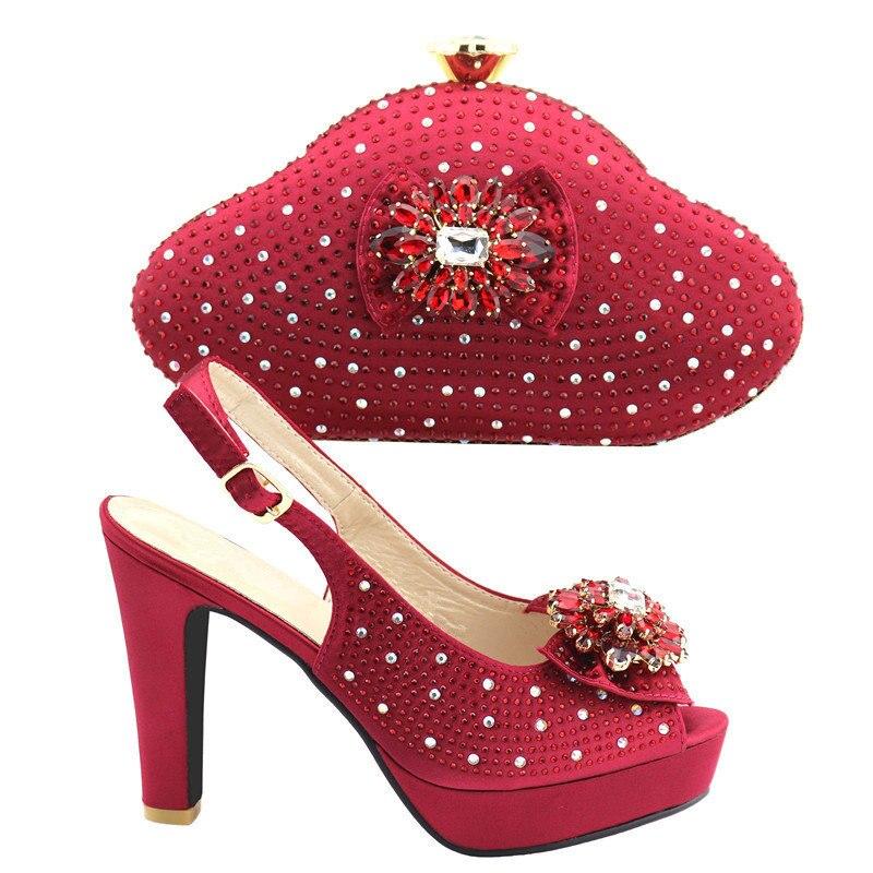 أحذية وحقائب نسائية ذات لون النبيذ ، مجموعة مزينة بأحجار الراين ، أحذية إيطالية عالية الجودة مع حقائب مطابقة للحفلات