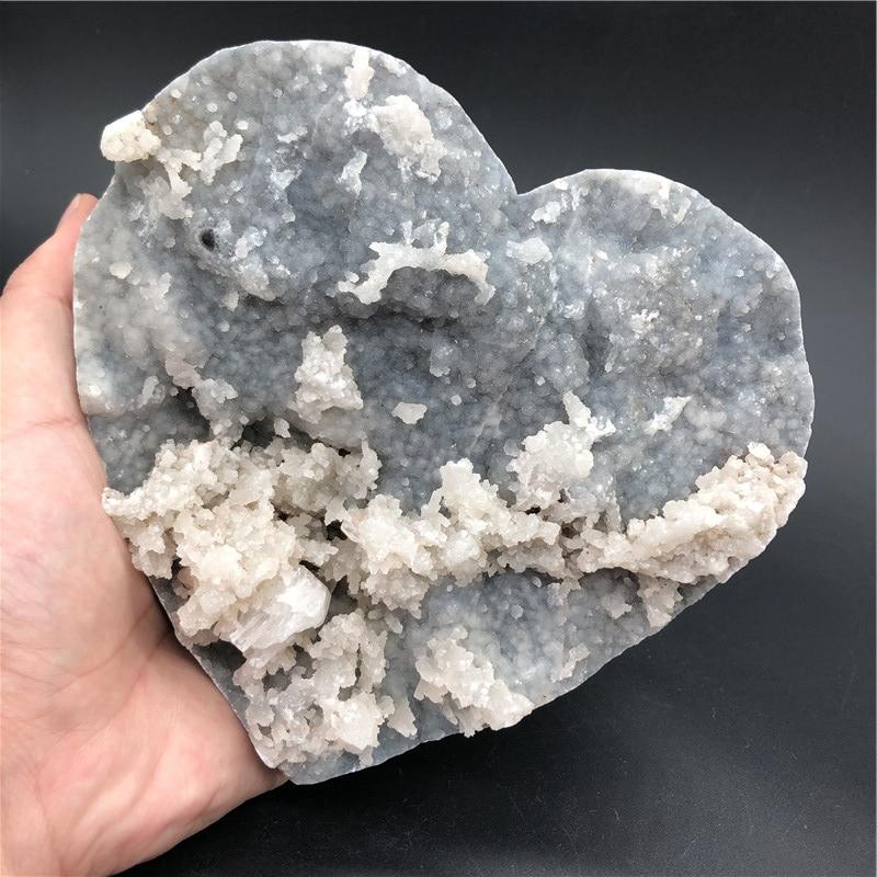 Hermoso mineral natural, corazón de apofilita con especímenes de zeolita
