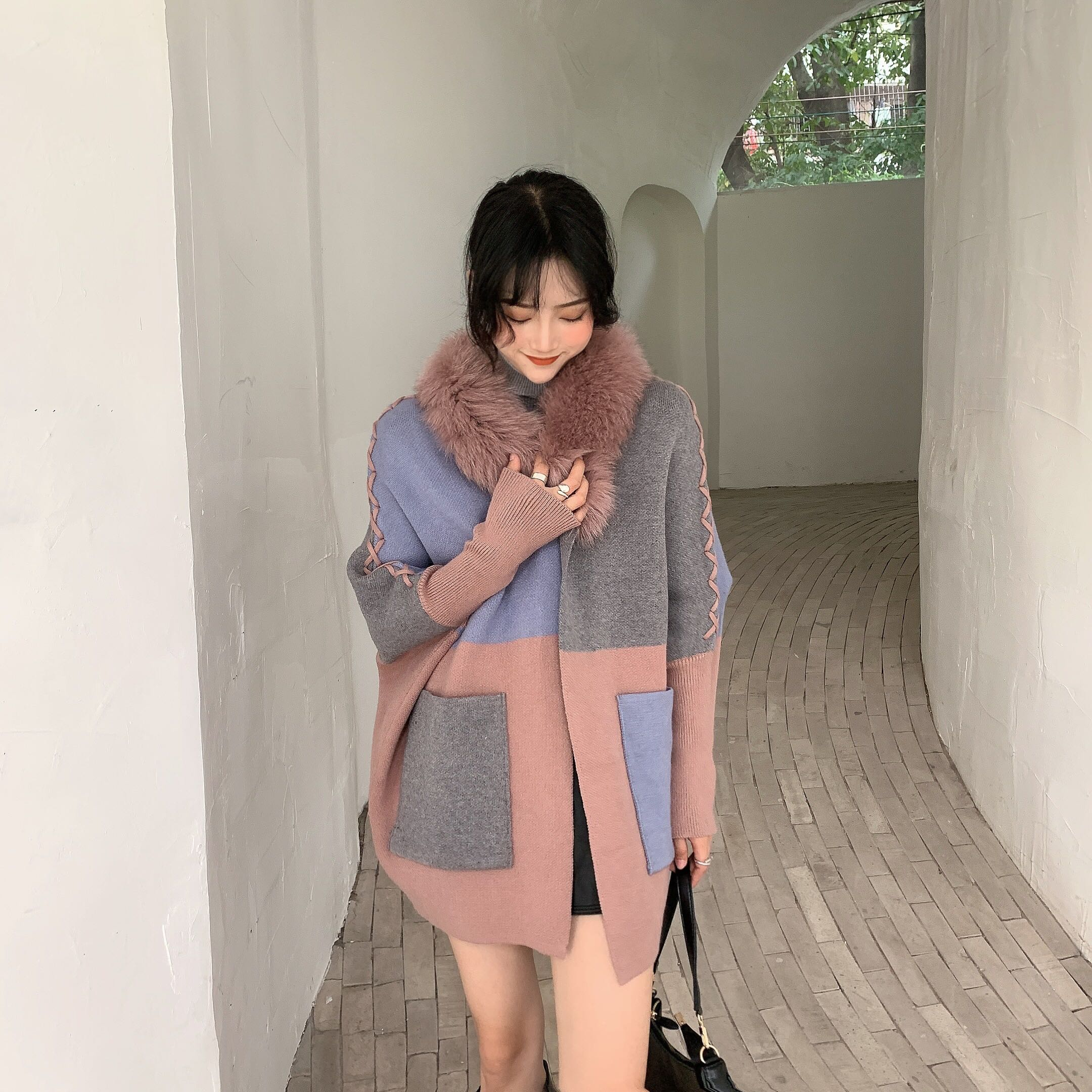 Women 's  sweater new move color matching drawstring fur collar bat sleeve thick sweater real fox fur collar enlarge