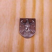 Croix allemande aigle bouclier épinglette militaire armée costume décor