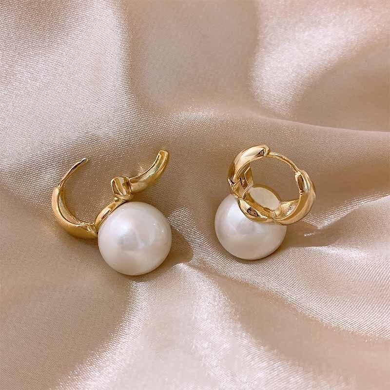 Pendientes de perlas para mujeres y niñas, pendientes de aro de Color dorado, pendientes pequeños Huggie, joyería barroca de moda Oorbellen