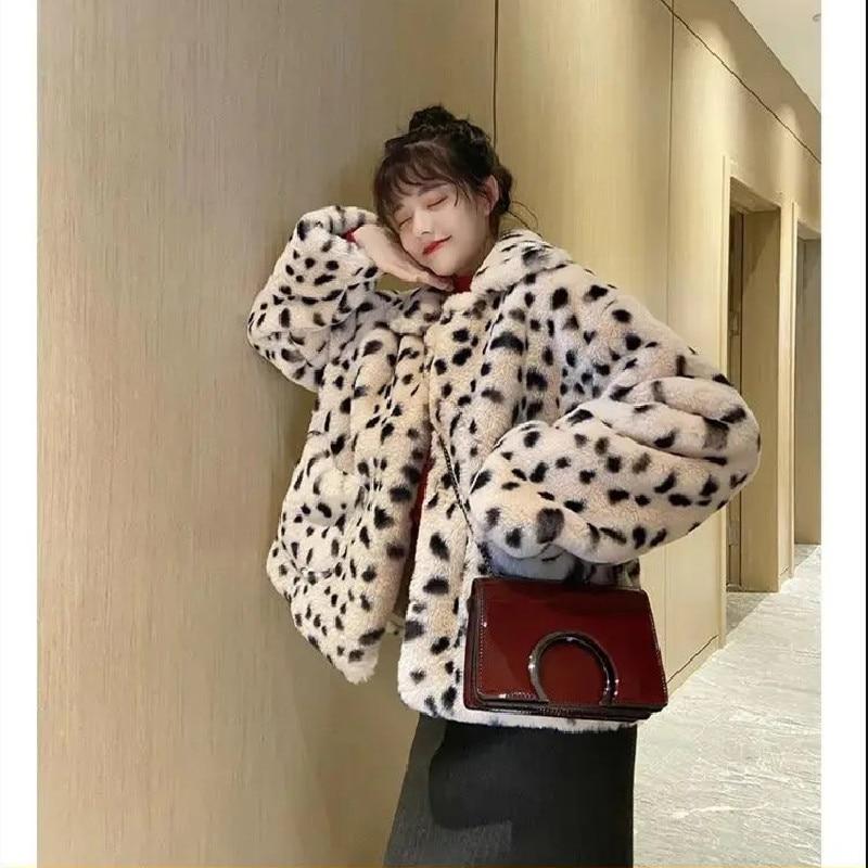 2021 Plush Jacket Women Winter New Korean Clothing Loose Lamb Wool Faux Fur Parkas Leopard Frint Fur Coat Women's Warm Jacket