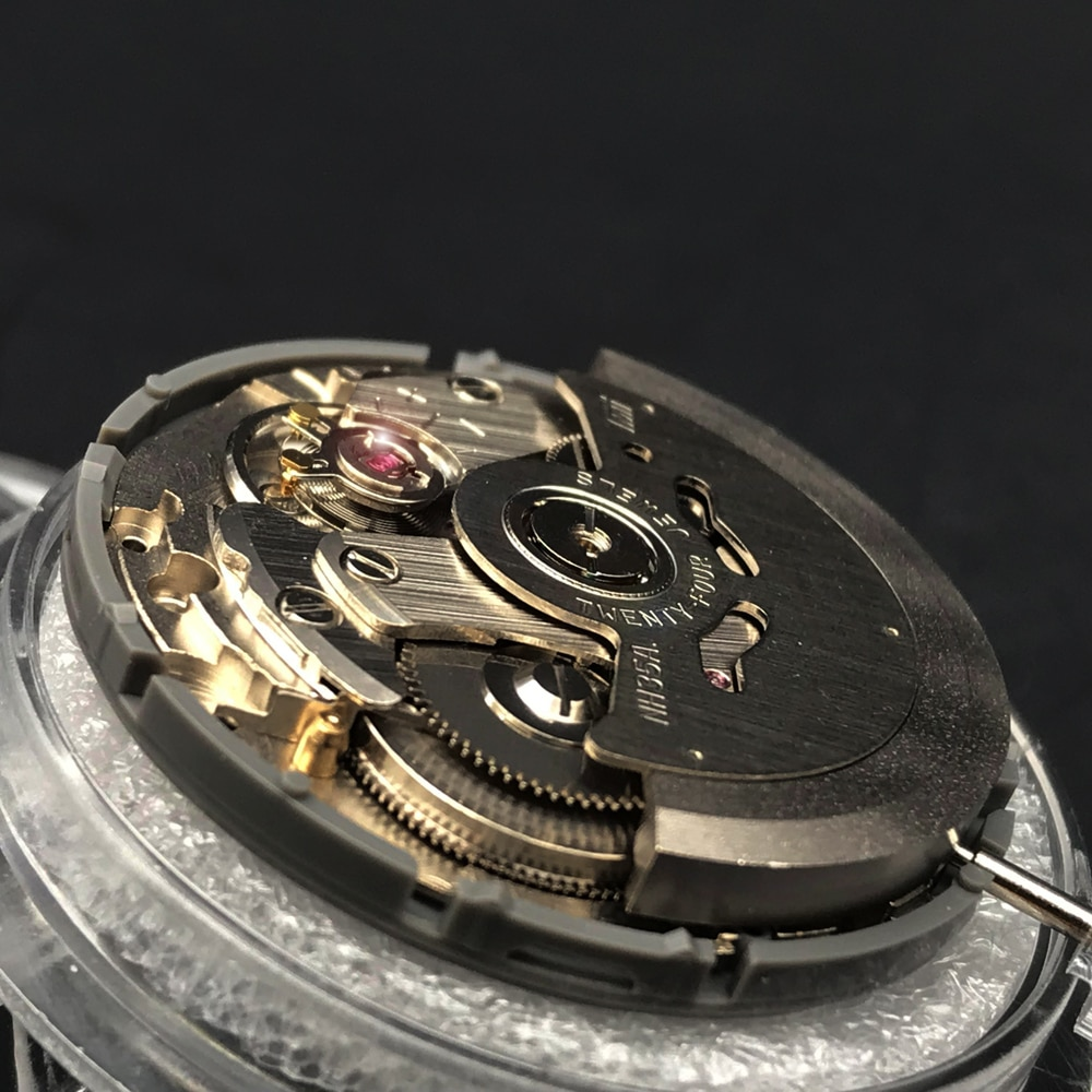 Replacement 24 Jewels Japan Original NH35 Mechanical Movement White Datewheel High Accuracy Automatic Self-Winding Movt enlarge