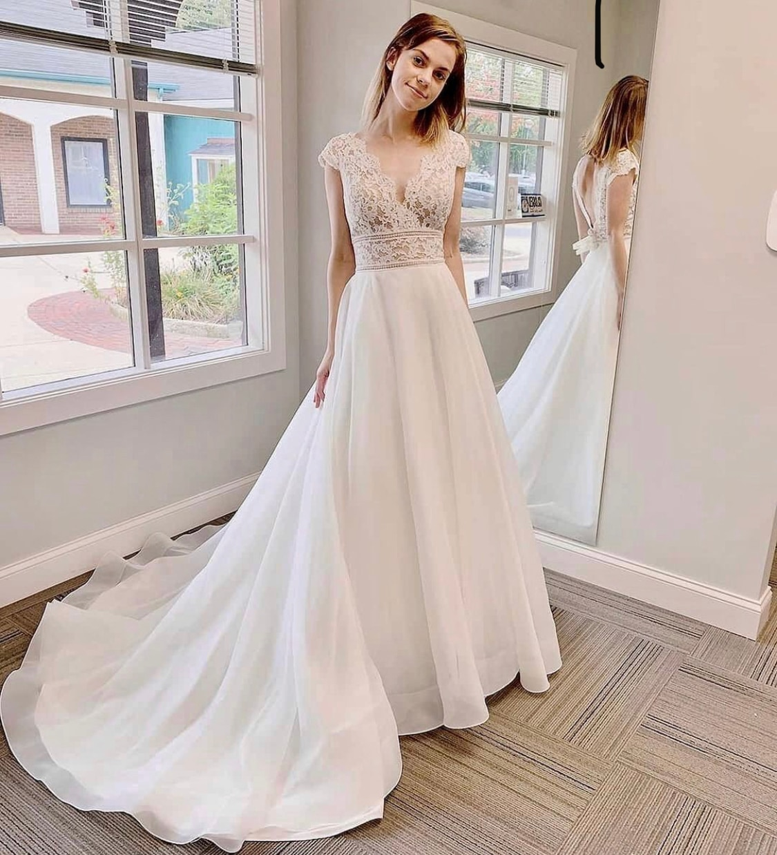 Hochzeit Kleid A-Line V-ausschnitt Cap Sleeve Spitze Appliques Backless Bodenlangen Sweep Zug Wunderschöne Brautkleid Nach Maß Neue
