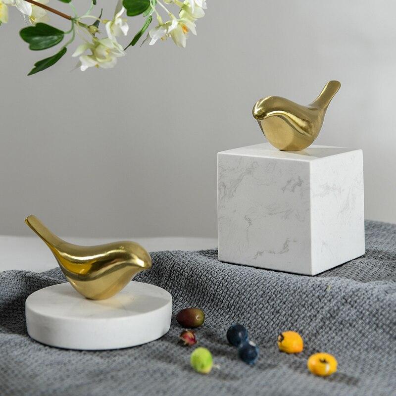 Escultura de decoración de escritorio de mármol blanco para oficina objetos de decoración de habitación de artesanías de Metal dorado geométrico Nórdico