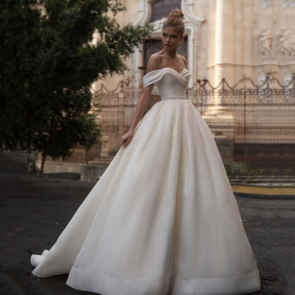 2021 White Ivory Wedding Dresses Ball Gown Off The Shoulder Beading Belt Modest Bridal Gowns Corset Up Back Simple Lady Marriage