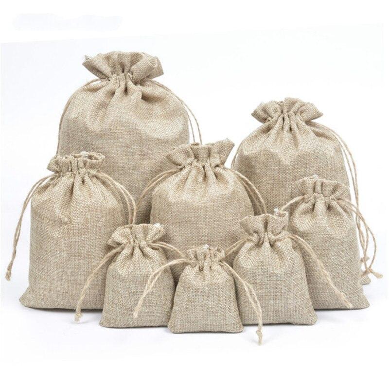 50 unids/lote de bolsas de regalo de yute de lino de arpillera Natural con cordón, bolsas de regalo, bolsas de embalaje de favores de fiesta, golosinas de boda para regalar bolsas, suministros para fiestas