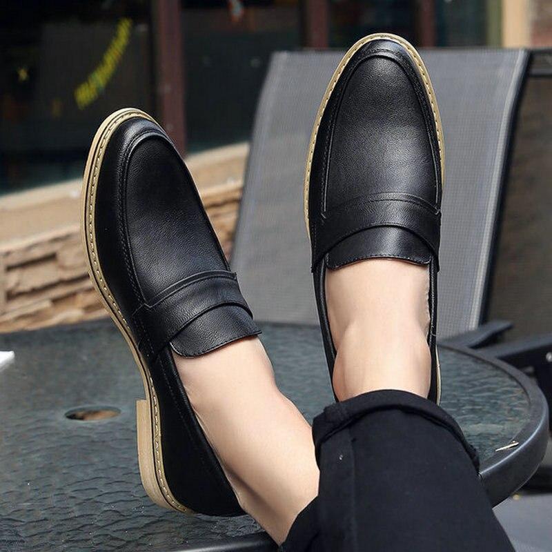 Zapatos de vestir formales de diseñador italiano para hombre, zapatos de boda de cuero en blanco y negro, mocasines para hombre, zapatos planos informales Oxford LE-16
