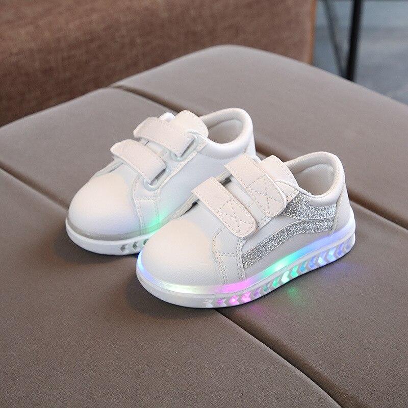 الأطفال الأحذية مع تنفس الفتيات مكافحة زلق مضيئة أحذية الأولاد مصباح ليد حتى أحذية رياضية طفل متوهجة أحذية رياضية