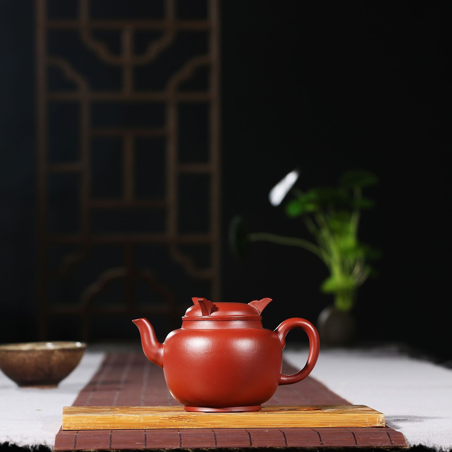 Yixing Purple Clay Pot Raw Mine Dahongpao Three-legged Ding Standing Pot Handmade Kung Fu Tea Set Teapot 160ml