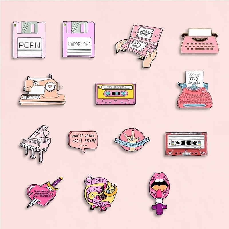 Rose Collection émail broches dessin animé enregistreur machine à écrire Piano rouge à lèvres broches Denim chemise sac à dos cadeau pour amis enfants femmes
