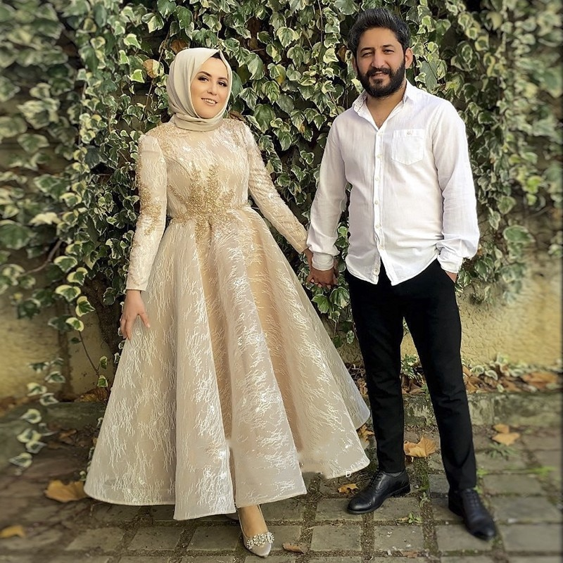 Vintage Lace Champagne Muslim Evening Dresses with Hijab Long Sleeve Arabic Formal Dress Elegant Women Dubai Wedding Party Gowns
