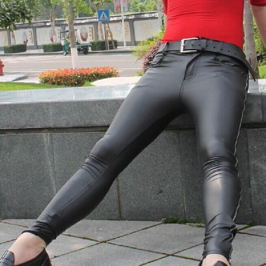 Estilo coreano de los hombres bajo brillo PU Faux cuero Tights Cool personalidad lateral cremallera Casual pies bolsa piernas pantalones Club lápiz Pantalones