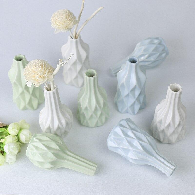 Florero seco de cerámica, florero creativo de decoración Simple, adorno para el hogar, jarrones decorativos para el hogar con botella Europea geométrica grabada