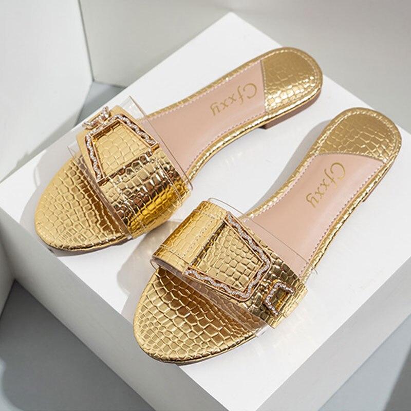 النساء النعال كعب مسطح الفضة الذهب النساء مشبك الشرائح أحذية الصيف في الهواء الطلق الشاطئ الصنادل شفافة النعال الإناث الوجه بالتخبط