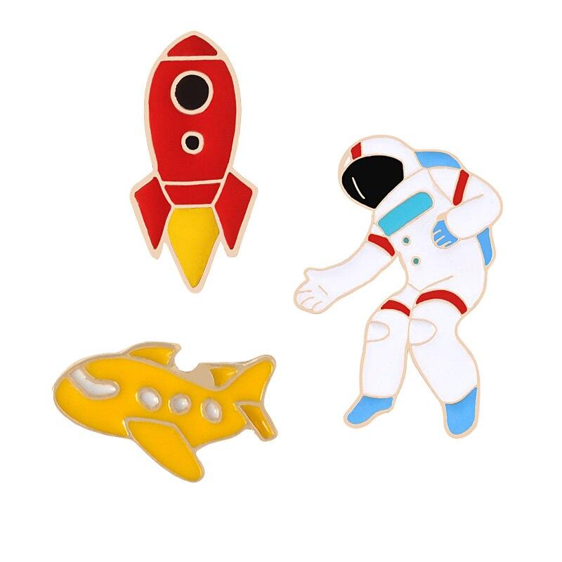 Universo de moda broches Pins astronauta avión cohete alfileres de solapa con placa hacia fuera espacio colección niños camisa accesorios joyería