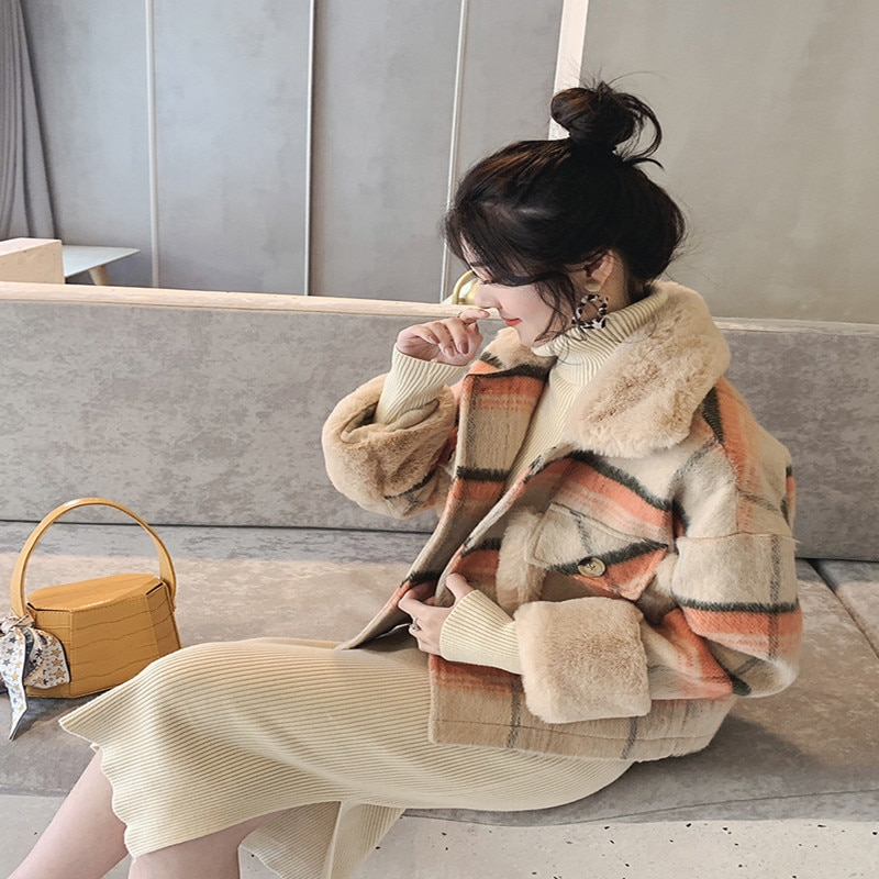 Женские куртки 2019, зимнее клетчатое стеганое Женское пальто, роскошная модная короткая куртка с большим меховым воротником, сохраняющая те...