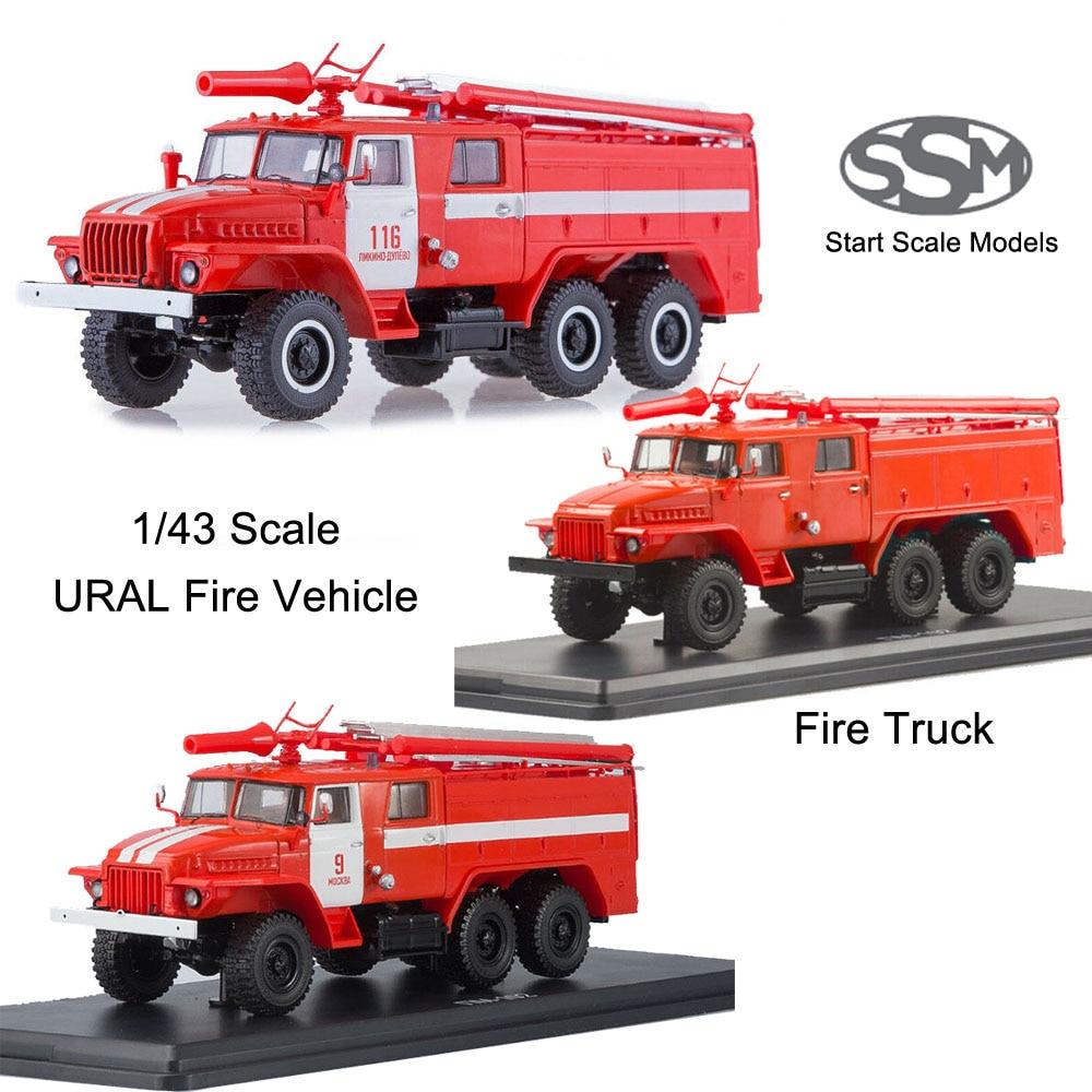 Starten Skala Modelle SSM 1/43 Feuer Motor AC-40 TS1A feuer lkw URAL 375N chassis feuer dept #9 Moskau Diecast matel
