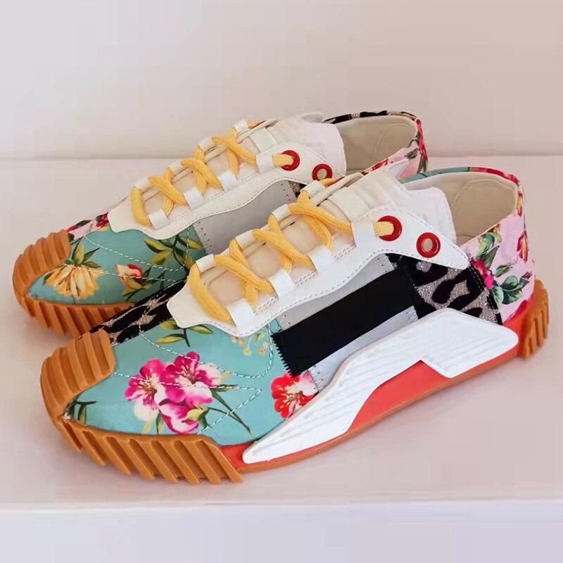 2021 حذاء كاجوال مسطح سميك وحيد الدانتيل يصل أحذية رياضية للنساء ربيع الخريف موضة زهرة نمط مريح المشي أحذية تنس
