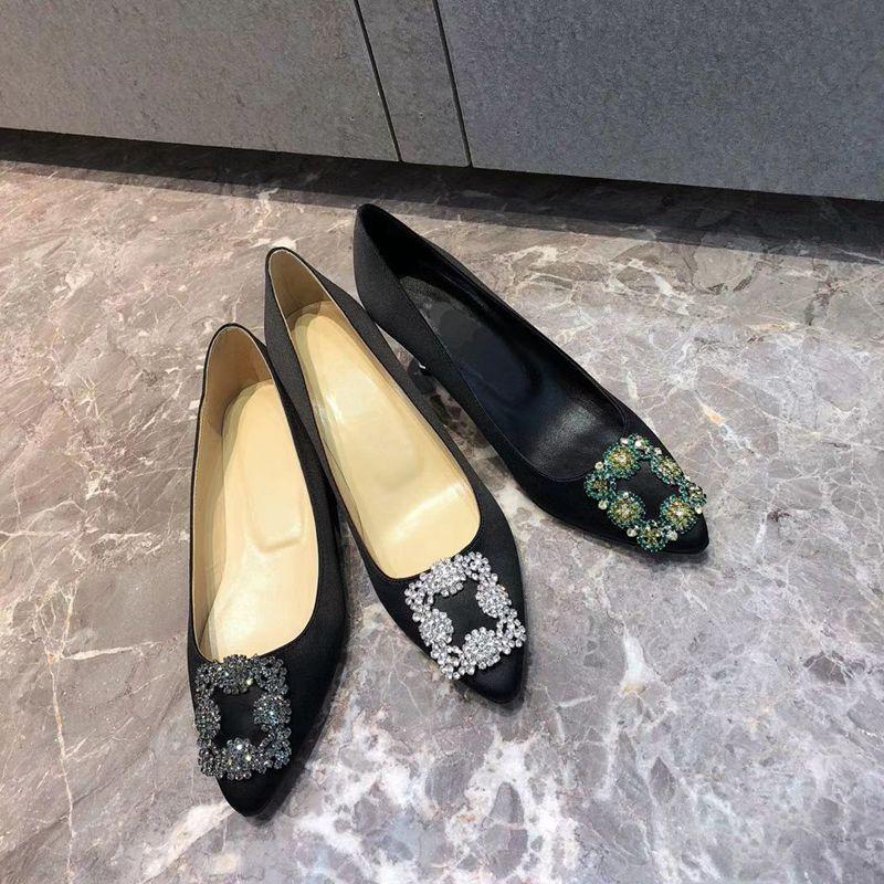 أحذية نسائية ساتان ساحة بولي الماس عالية الكعب جديد الصيف حذاء مسطح وأشار كعب رقيقة أحذية الزفاف المرأة