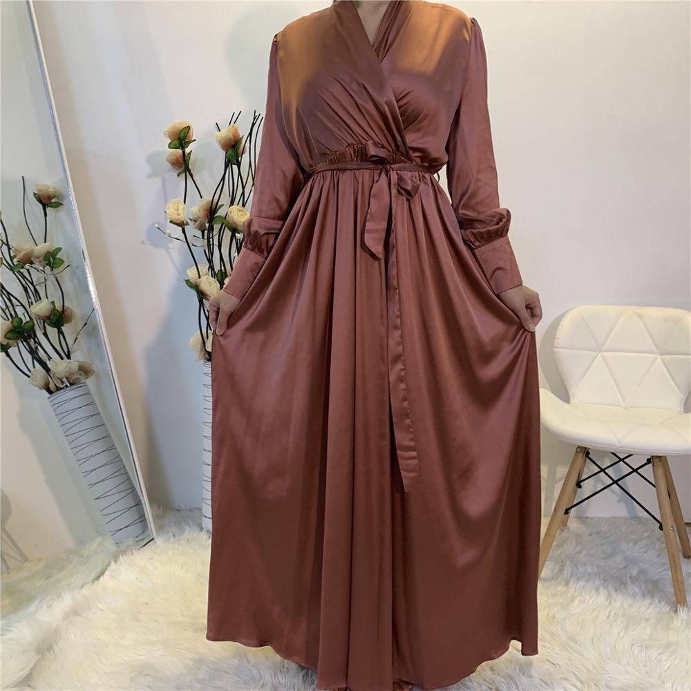 فستان طويل ساتان بأكمام فانوس ، ياقة شال ، للنساء المسلمات ، ياقة على شكل V ، مع جيوب ، لون عادي ، دبي ، تركيا
