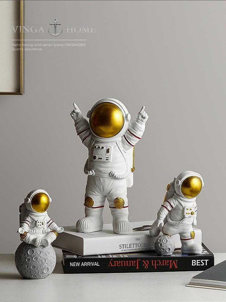 Resin astronaut Statue Garden Decorative Cute Lifelike astrogator Sculpture For Desk Decor Home Ornament