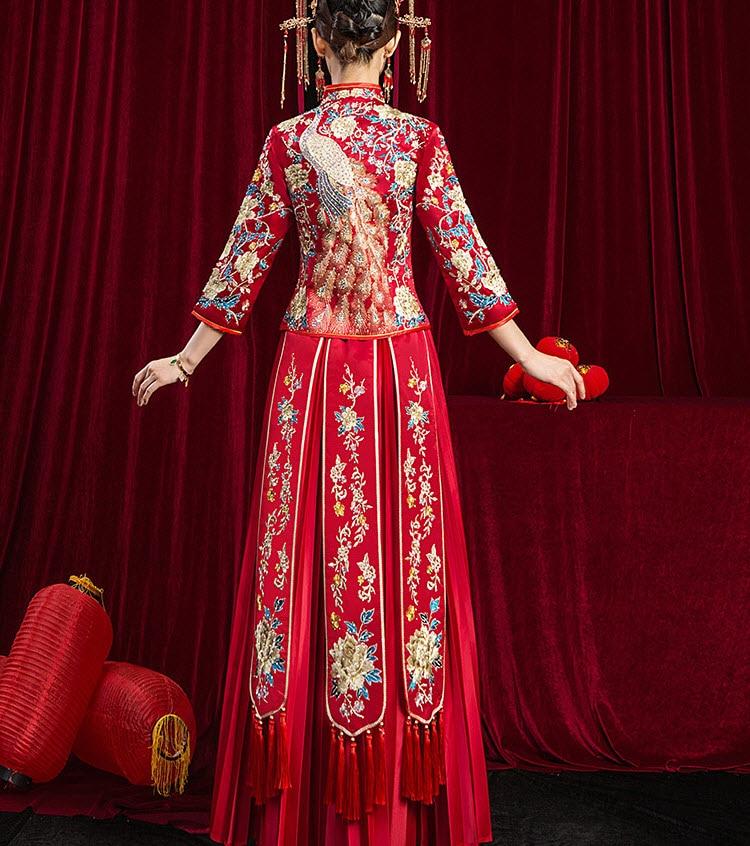 Gorgeous Chinese style wedding dress Peacock and flower embroidery Chinese wedding dress Lucky red chirpaur Performance wear enlarge