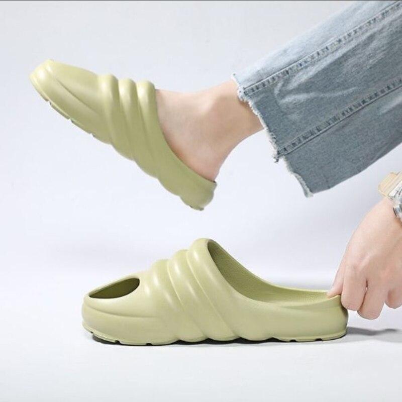 2021 حذاء رجالي الإبداعية شخصية الموضة بولي كلوريد الفينيل ثقب واحد مقاومة للاهتراء عدم الانزلاق عطلة الشاطئ زوجين صندل كاجوال 3KC269