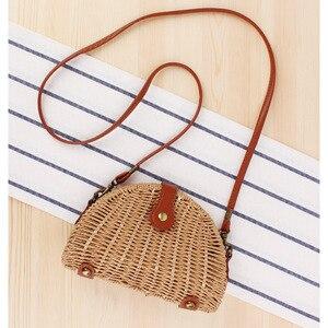 Модная стильная маленькая свежая плетеная пляжная полукруглая соломенная Фотосумка через плечо с пряжкой для женщин