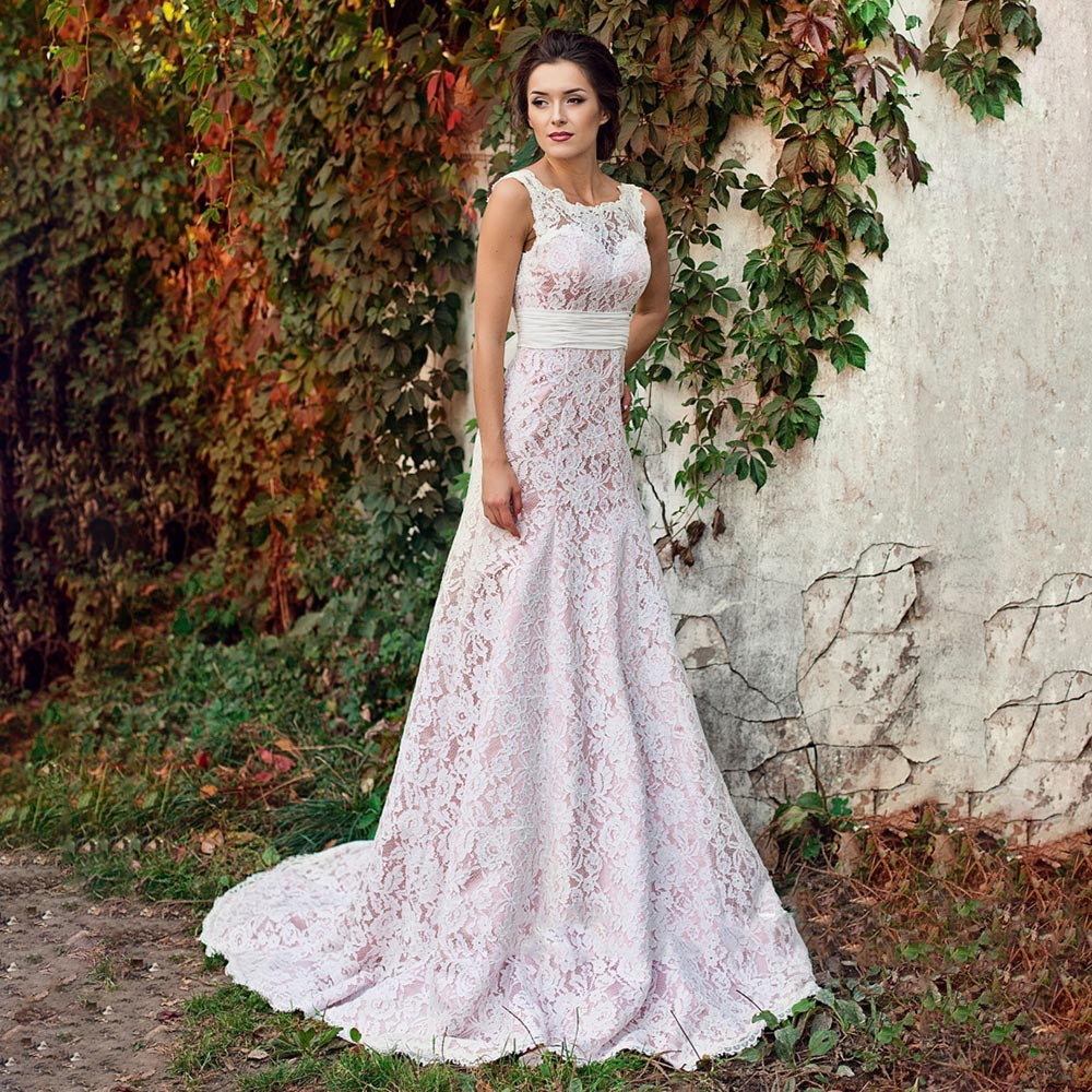 Promo Sheath Column Lace Sleeveless Wedding Dress Ruched Belt Illusion Scoop Neck Backless 2021 Custom Made Bridal Gowns with Train