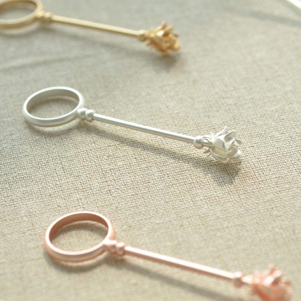 1 Uds soporte de anillo Retro para fumar estante de mano pequeña soporte de cigarrillo para regalos de señora fumador, diseño de flor rosa