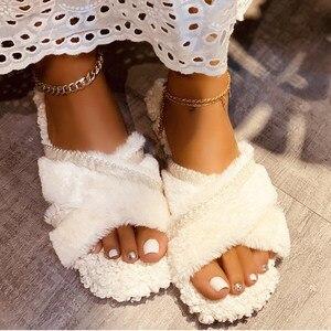 2020 Новая модная женская обувь; Тапочки с открытым носком пушистые дамские с ремешками крест-накрест обувь; Комнатные тапочки; Обувь на плоской подошве в повседневном стиле; Женская теплая обувь на плюшевой подкладке