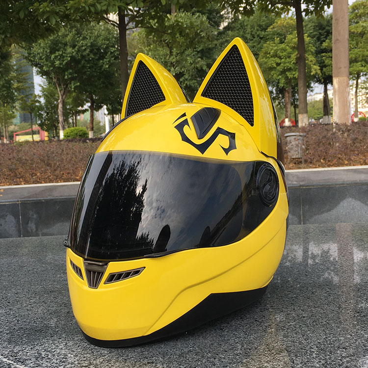 خوذة دراجة نارية على شكل قطة للنساء ، معدات حماية أذن كبيرة ، وجه كامل ، لون أصفر