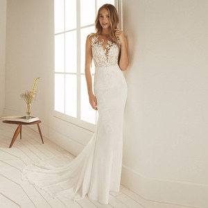 Scoop Neck Lace Appliques Mermaid Wedding Dresses Slim Fitted Simple Buttons Back Sleeveless Bridal Gowns Natural Waistline