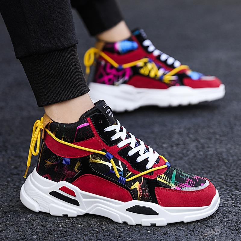 مساعدة عالية أحذية رجالي صيف 2020 جديد النسخة الكورية من حذاء قماش الموضة غير رسمي الطلاب أحذية أنيقة للرجال
