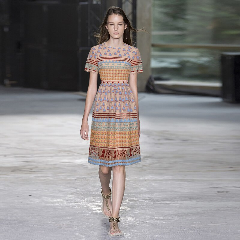 Round neck short sleeve mesh heavy industry retro Embroidery Flower waist swing show dress 2020 women's summer new