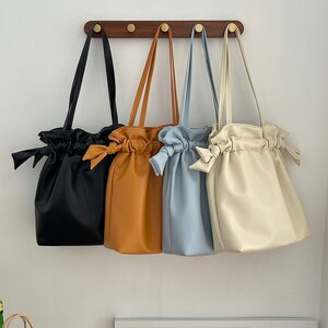 2021 New Middle Women's Bags Ladies Shoulder Bag Large Capacity Female Handbags PU Leather Drawstring Japan Youth Bag Whole Sale