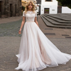 A-Line Wedding Dresses O Neck Appliqued Short Sleeves Button Bow Illusion 2021 New Floor Length Bridal Gowns Robe De Mariee