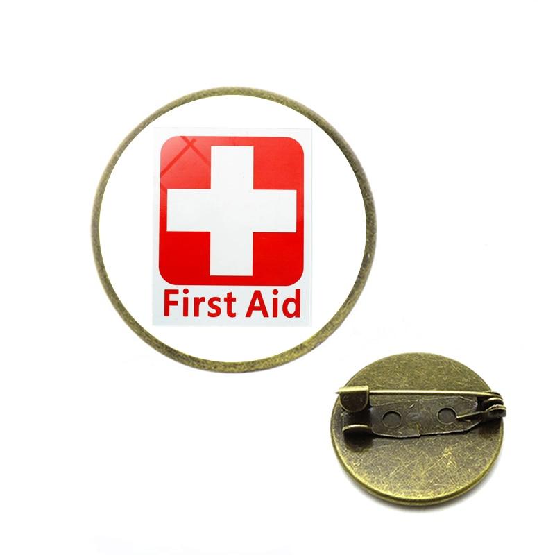 Símbolo de la Cruz Roja broches Safurance alfileres de primeros auxilios vinilo signos impermeables salud seguridad emergencia Kits advertencia joyería