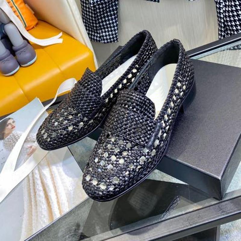 حذاء نسائي بكعب عالٍ من المتسكعون 2021 تصميم العلامة التجارية أحذية نسائية صيفية جوفاء من الانزلاق على الصنادل 3.5 سنتيمتر