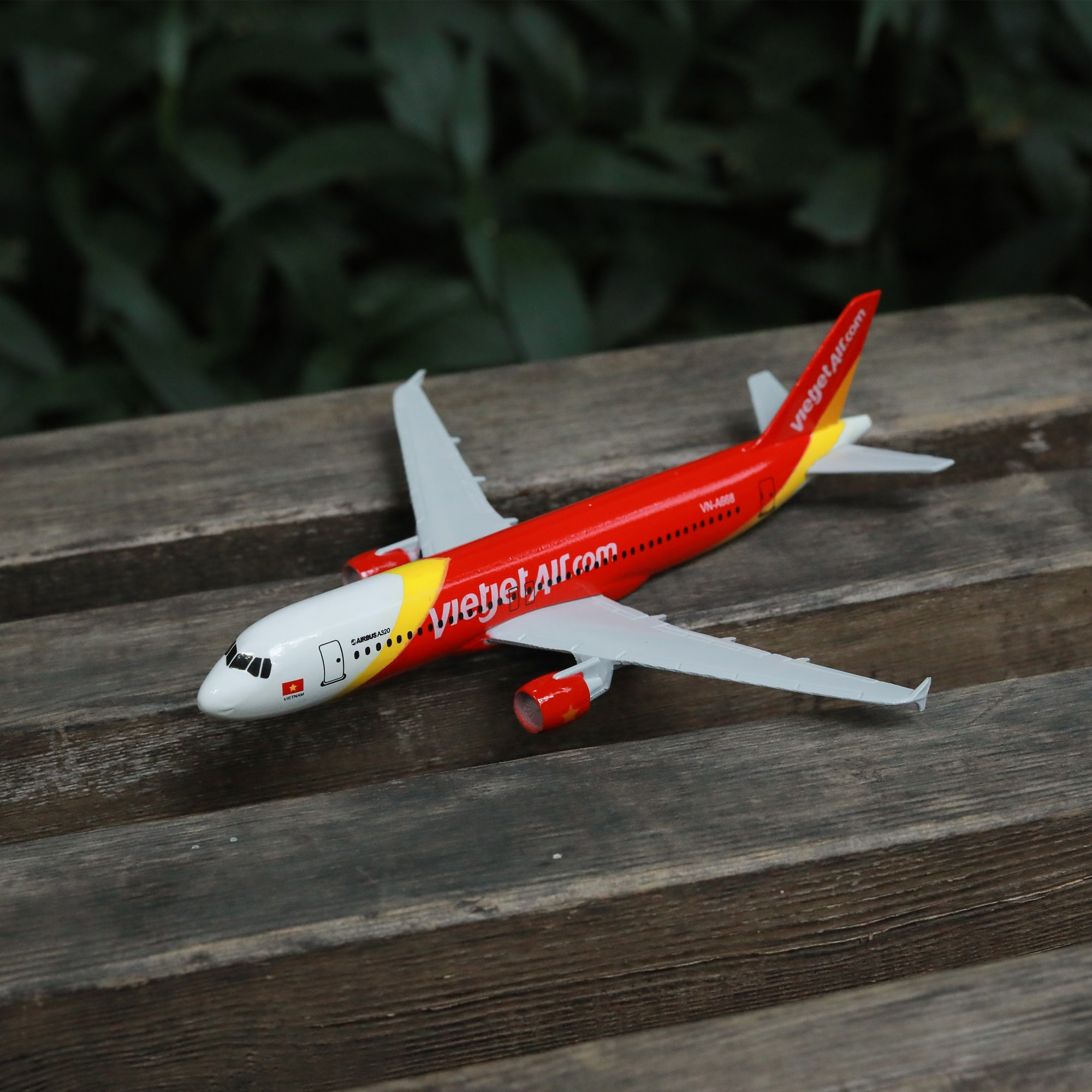 Vietnam Airlines 320 Airplane Diecast Aircraft Model 6 Metal Plane Aeroplane Home Office Decor Mini Moto Toys for Children air france a380 airplane diecast aircraft model 6 metal plane aeroplane home office decor mini moto toys for children