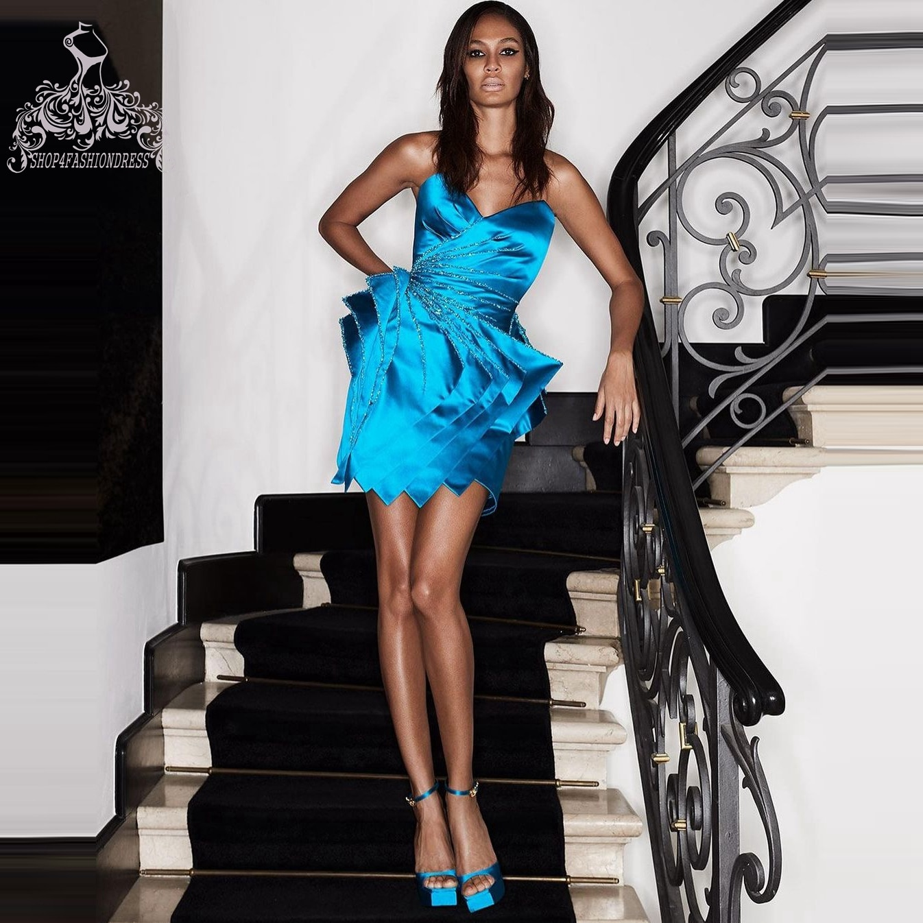Fashion Royal Blue Mini Cocktail Dresses Sparking Tiered Side Prom Gowns Sexy Strapless Backless Party Gowns Homecoming Dress