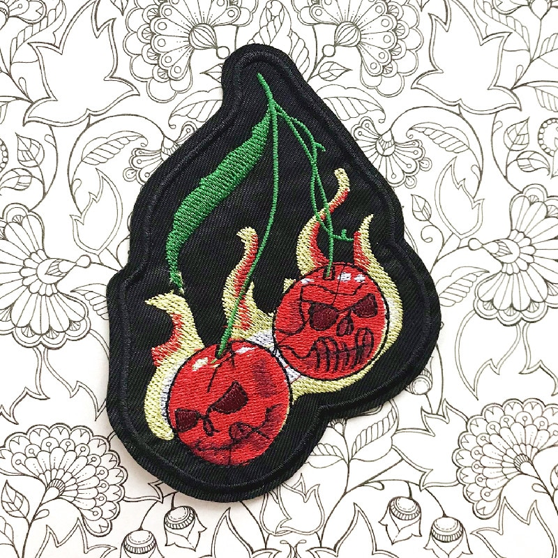 Skull Patch Iron on Embroidered Sew Applique Fabric Badge Garment DIY clothes Apparel Accessories