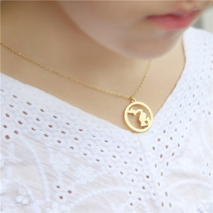 European and American fashion, with circles, Michigan, USA pendant necklace for mom and girlfriend gift