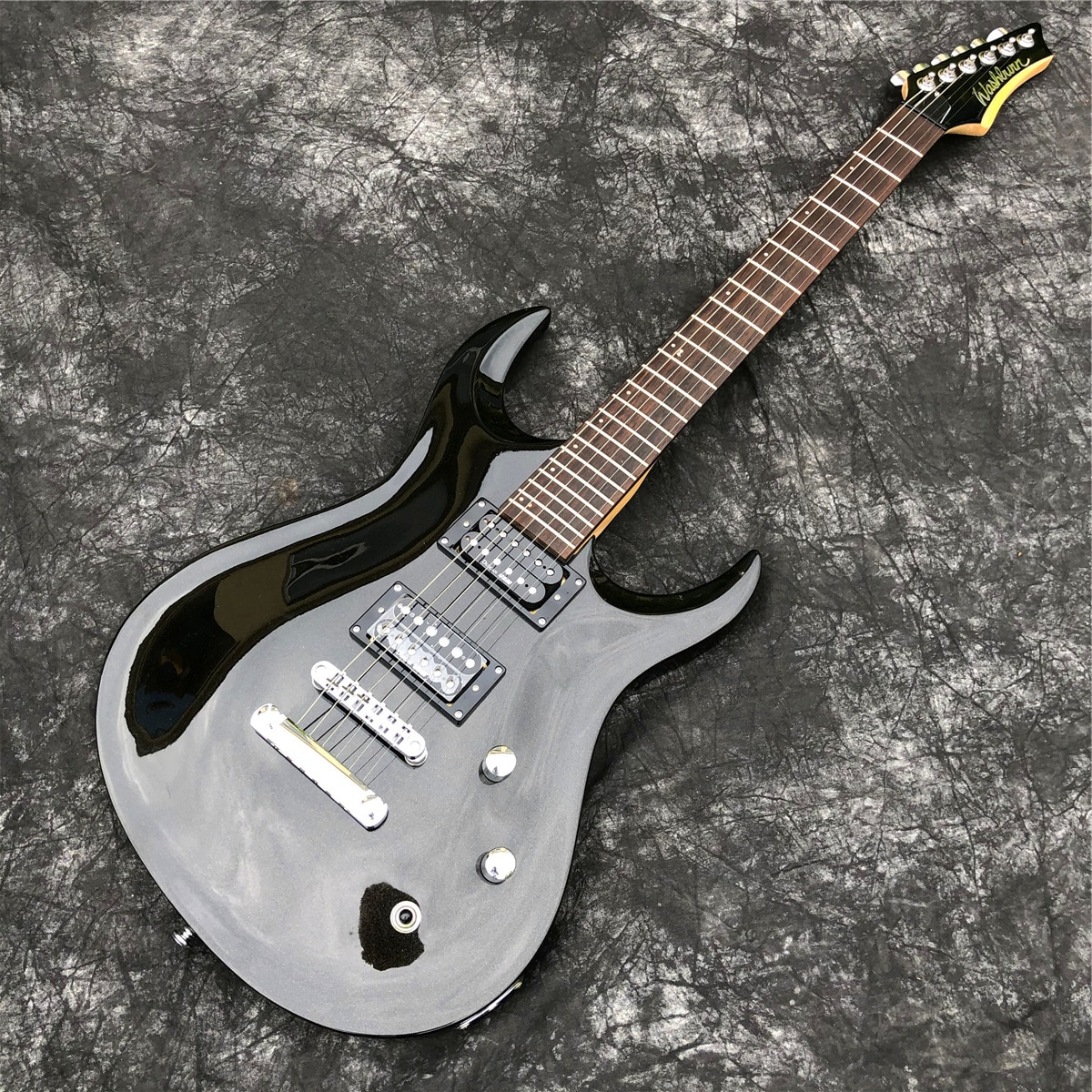 Top Qulality Glossy Black 6 String Solid Basswood Electric Guitar with Chrome Hardwares
