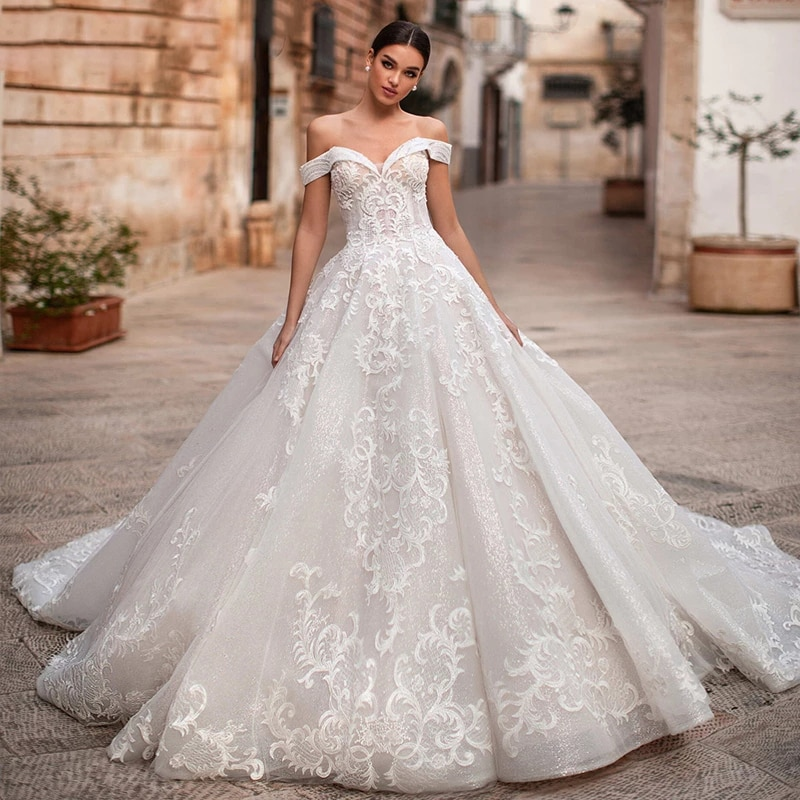 Review Luxury Wedding Dresses Tube Top Sleeveless Lace Applique Sweetheart Prom Gowns Sexy Backless Court Train vestido de noiva